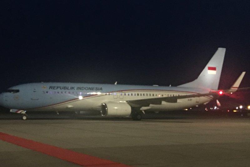 Presiden Jokowi tiba di Bandara KLIA