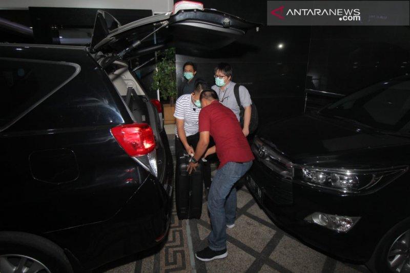KPK amankan dua koper dari Kantor BPKAD Jatim