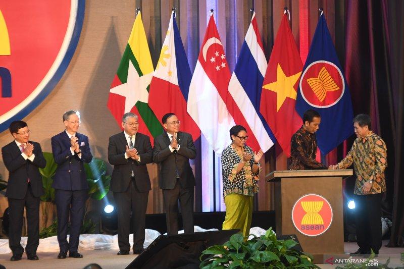 Presiden Joko Widodo meresmikan gedung baru Sekretariat ASEAN