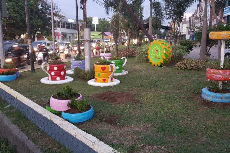 Warga Mataram sambut positif adanya taman dari ban bekas