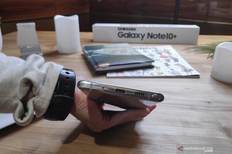 Di balik hilangnya jack earphone Samsung Galaxy Note 10