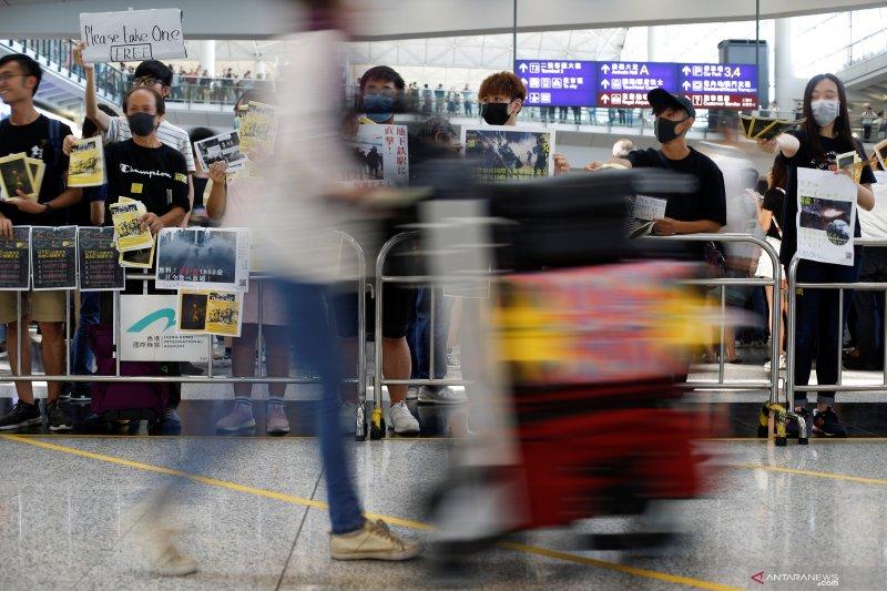 Ribuan orang berunjuk rasa kembali di Hong Kong