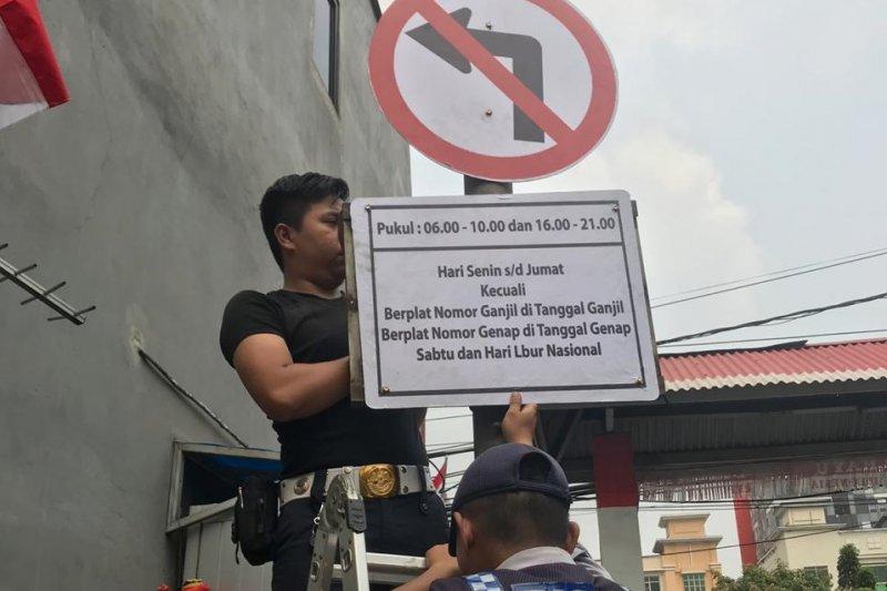 Sudinhub Jakut sosialisasikan ganjil genap di Jalan Gunung Sahari