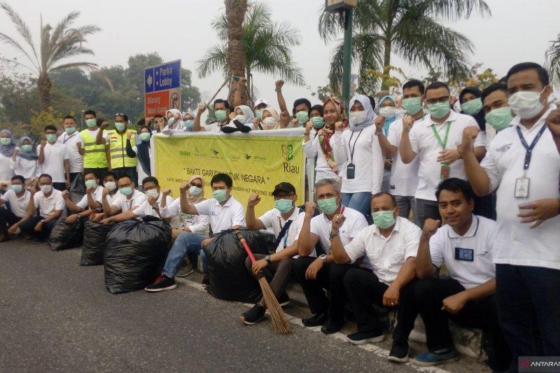 Peringati HUT Riau,  Garuda Group bersih-bersih Bandara Pekanbaru