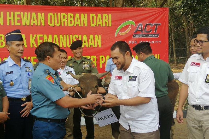 ACT serahkan 30 hewan kurban ke TNI dan Polri