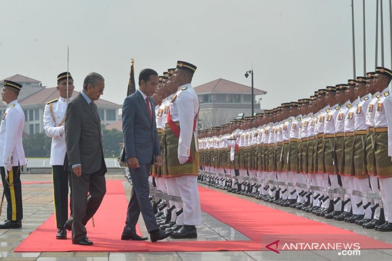 Presiden Jokowi - Mahathir bahas tiga isu