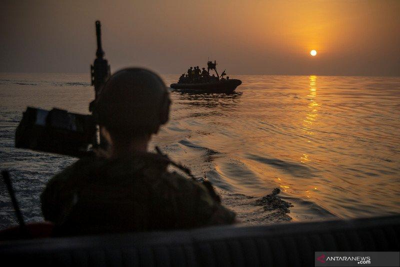 Kapal perang AS di Teluk sita komponen rudal canggih diduga dari Iran