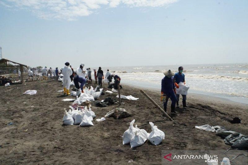 Pertamina: Warga ikut bersihkan limbah minyak atas keinginan sendiri