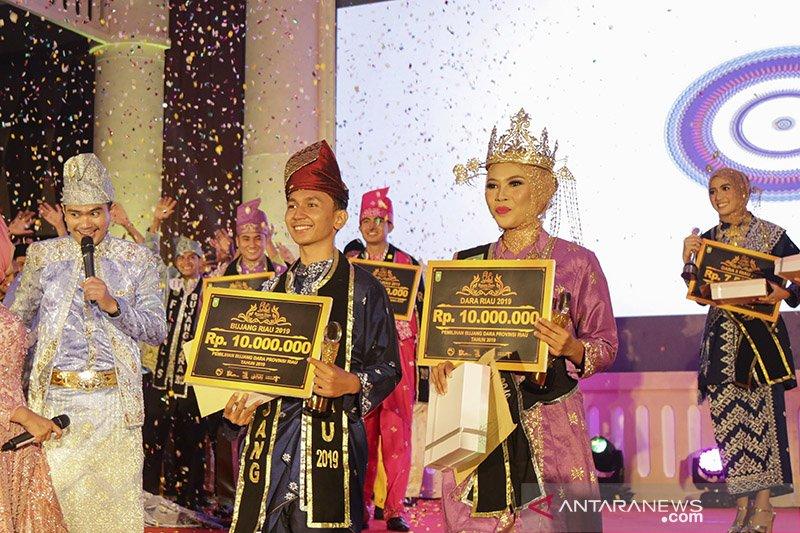 Riskiansyah dan Mela terpilih jadi  duta pariwisata Bujang Dara Riau 2019