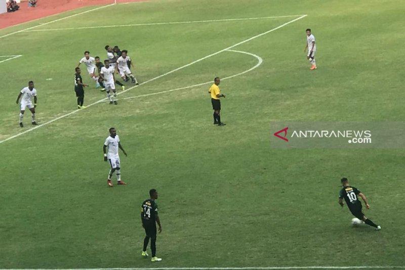 Tuan rumah Persebaya ditahan imbang tamunya Madura United 2-2