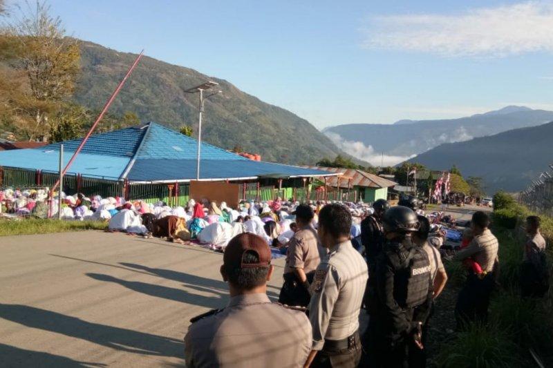 Polri dan TNI amankan pelaksanaan shalat Idul Adha di Karubaga Tolikara