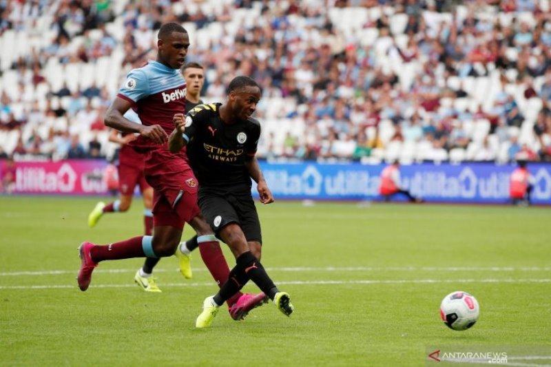 Guardiola:  Sterling makin unggul jadi penyerang tengah