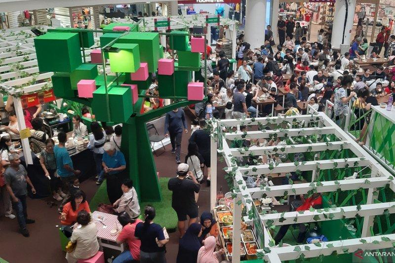 Warga Jakarta kunjungi festival kuliner nusantara di Kampoeng Legenda