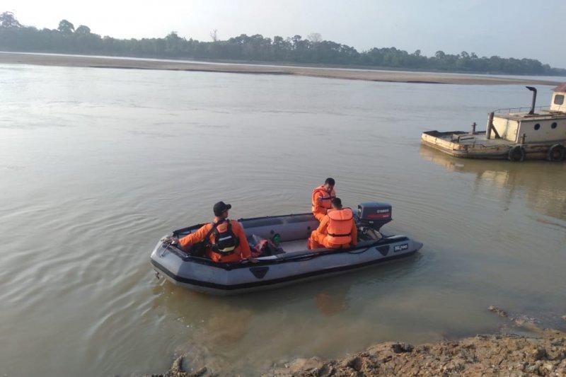 Korban tenggelam di Pantai Auduri Jambi masih dicari Basarnas