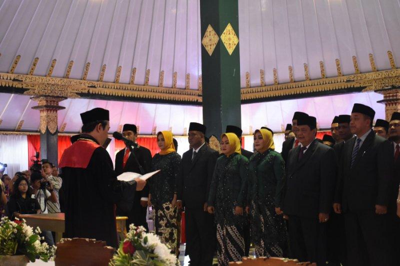 50 anggota DPRD Sleman 2019-2024 sumpah jabatan