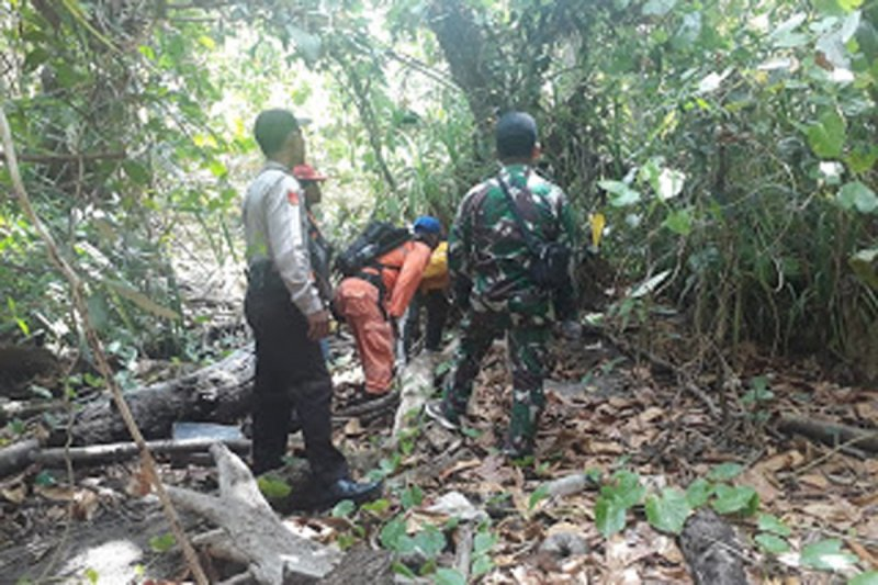 Polsek Likupang bersama TNI dan Pemerintah Desa  gelar patroli cegah Karhutla