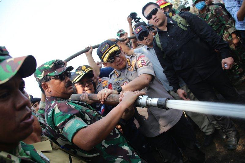 Panglima TNI dan Menteri Siti tinjau lokasi Karhutla di Riau