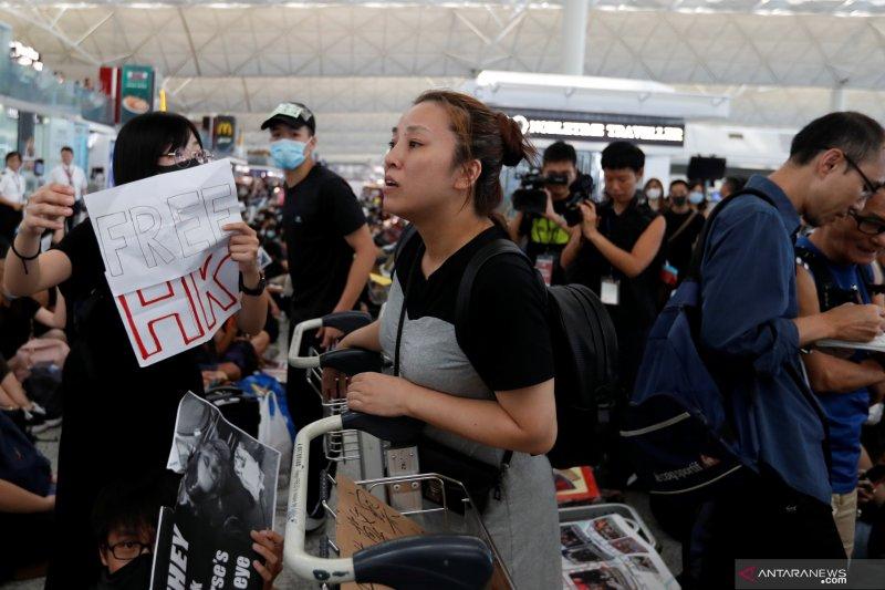 Bandara udara Hong Kong dibuka lagi pada Selasa