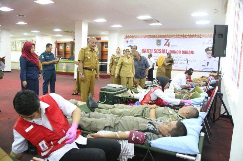 ASN Lampung gelar donor darah untuk peringati HUT Kemerdekaan