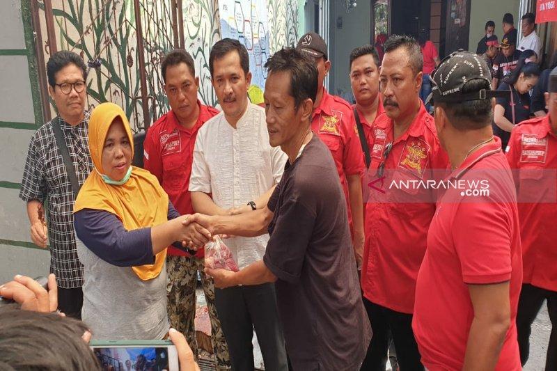 PDI Perjuangan Yogyakarta membagikan 750 paket daging kurban