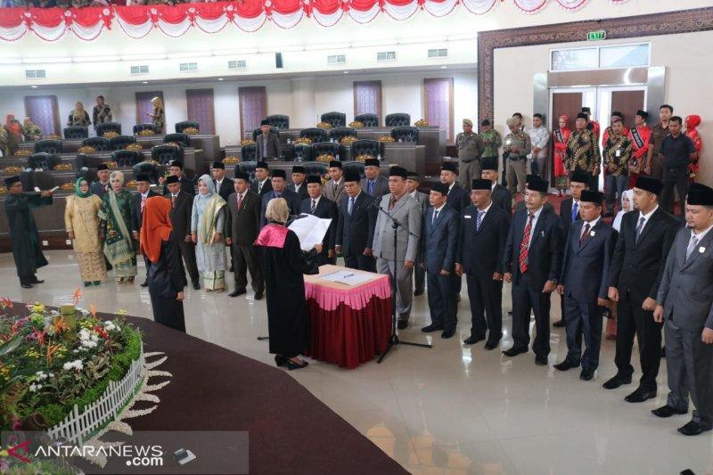 30 anggota DPRD Sijunjung periode 2019-2024 dilantik
