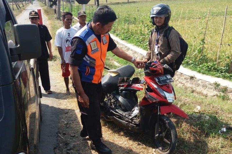 Acuhkan peringatan, pengendara sepeda motor tertabrak kereta api di Cilacap