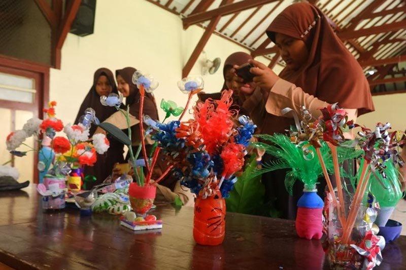 Siswa SMP 13 Kota Magelang lomba kreasi daur ulang sampah