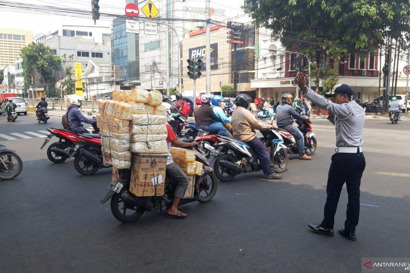 Polres Jakarta Barat sosialisasi ganjil genap di Tomang