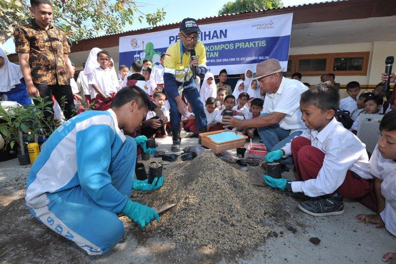 """Clean Up Day"", tanamkan kesadaran tentang lingkungan ala Amman Mineral"