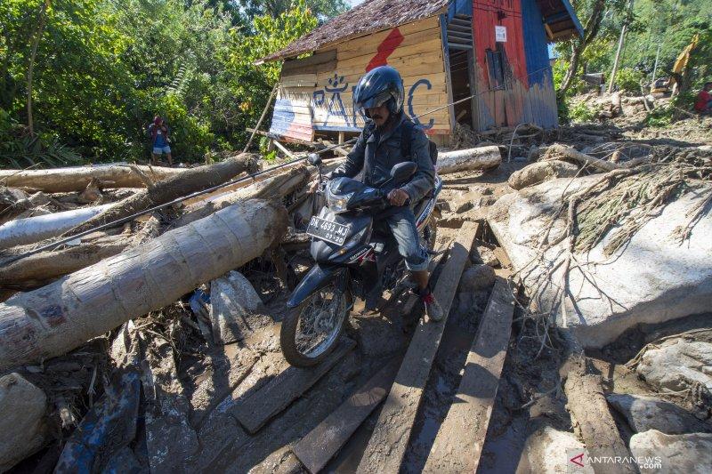 Jalur Kulawi masih putus akibat banjir dan tanah longsor