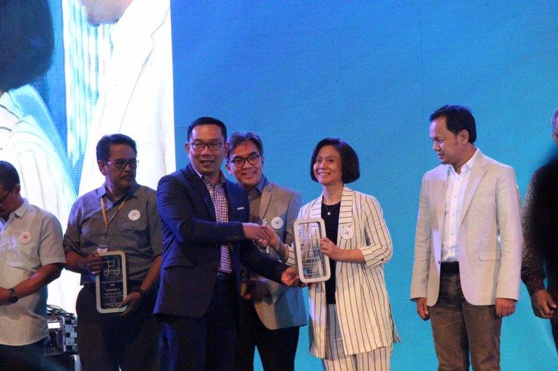 PT Jasa Sarana raih Piala Humas Jabar 2019