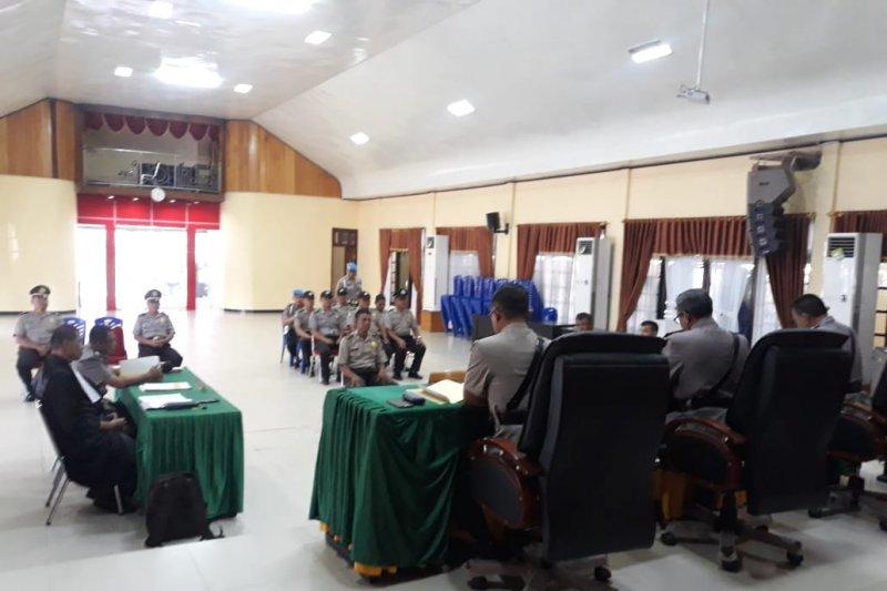 Melanggar kode etik 14 personel Polda Sulteng dipecat