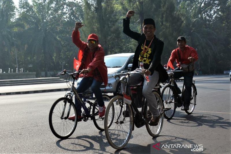 """Caleg terpilih PSI """"ngontel"""" hadiri pelantikan di DPRD Surakarta"""