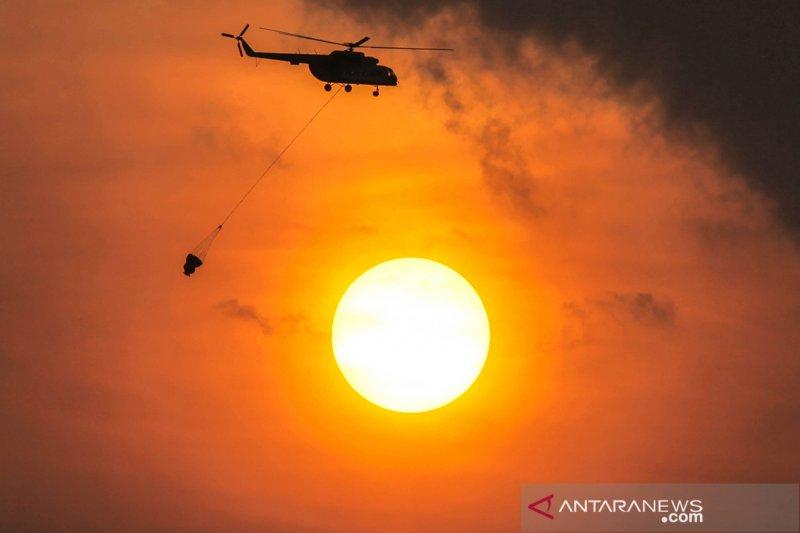 Helikopter dikerahkan untuk memadamkan kebakaran lahan di Ogan Ilir