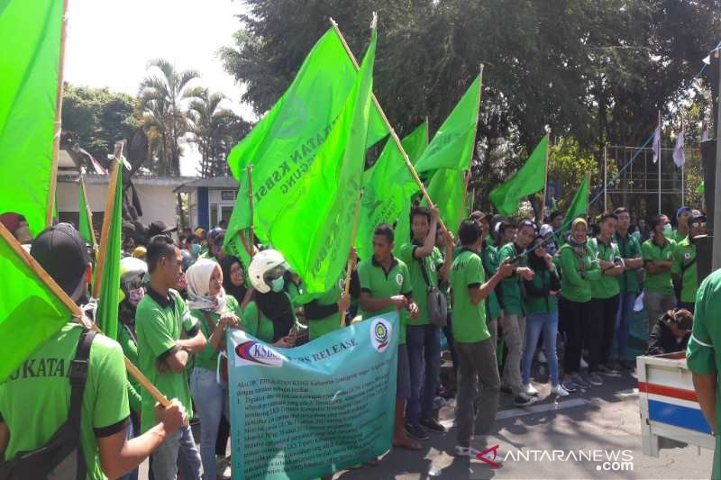 Kantor Setda Temanggung digeruduk buruh pengunjuk rasa