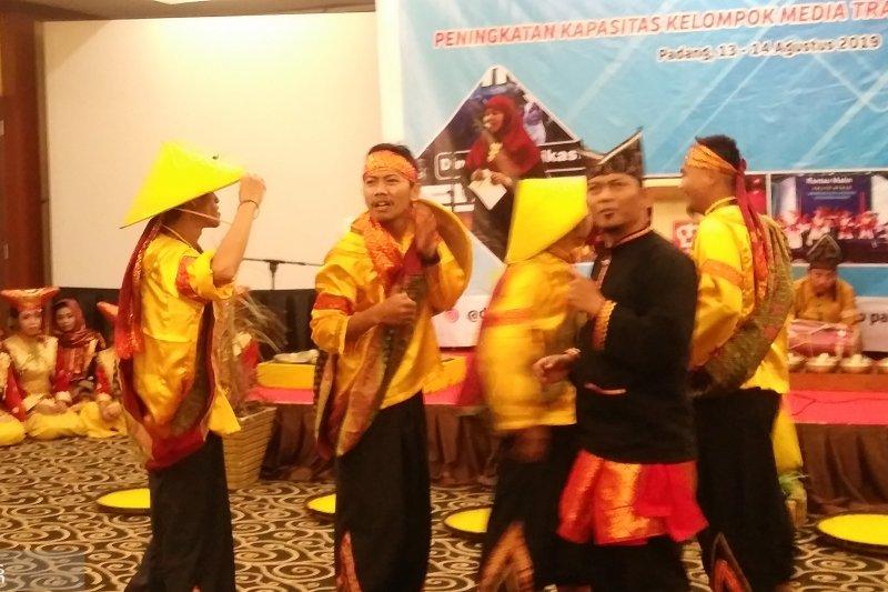 Padang perkuat peran media tradisional