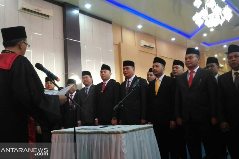 25 Anggota DPRD Solok Selatan ucapkan sumpah