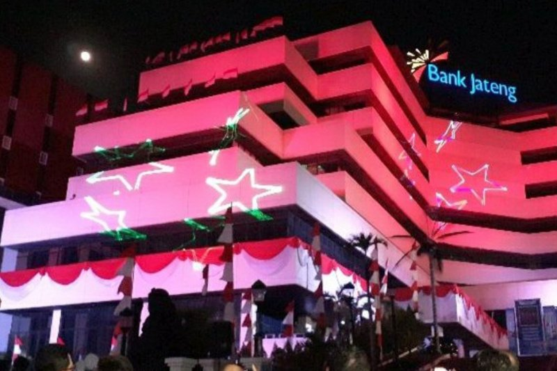 Gedung Bank Jateng disulap jadi tempat pertunjukan laser sambut HUT RI