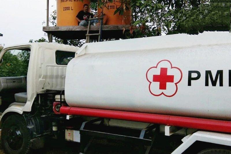 PMI Kotim pasok air bersih ke desa dilanda kekeringan