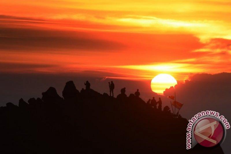 Sebanyak 200 Pendaki Akan Gelar Upacara Di Gunung Arjuno Welirang Antara News Banten