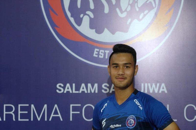 Arema FC kenakan jersey terbaru saat hadapi Persebaya