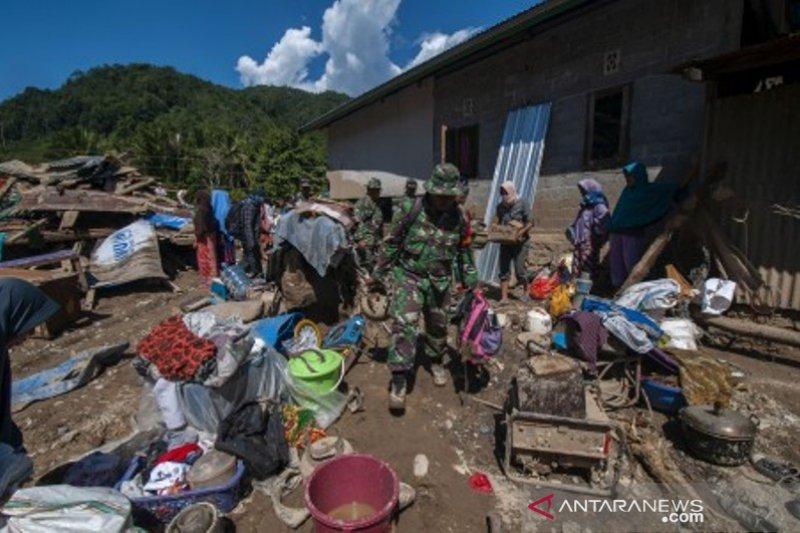 Banjir bandang terjang desa Namo di Sigi Foto Page 1