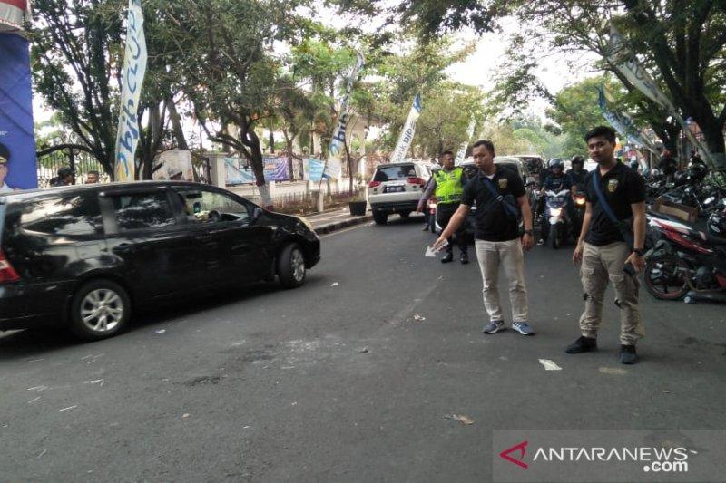 Empat polisi terbakar saat demo di Cianjur. Ini kronologisnya