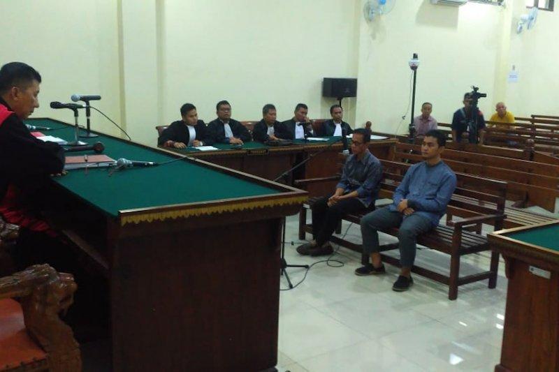 Berita kemarin, Bupati Mesuji nonaktif Khamami dituntut 8 tahun penjara