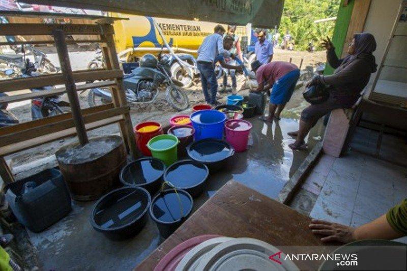 Suplai air bersih korban banjir bandang