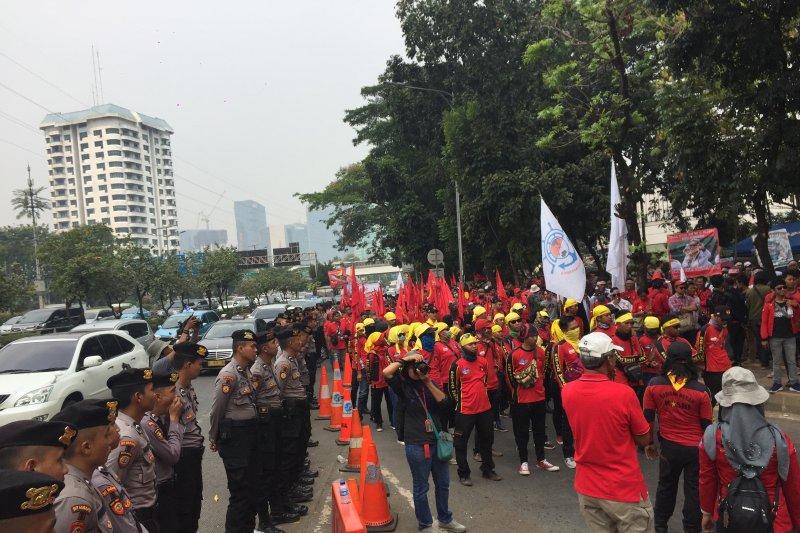 Demo buruh saat pidato kenegaraan Jokowi di Gedung MPR RI