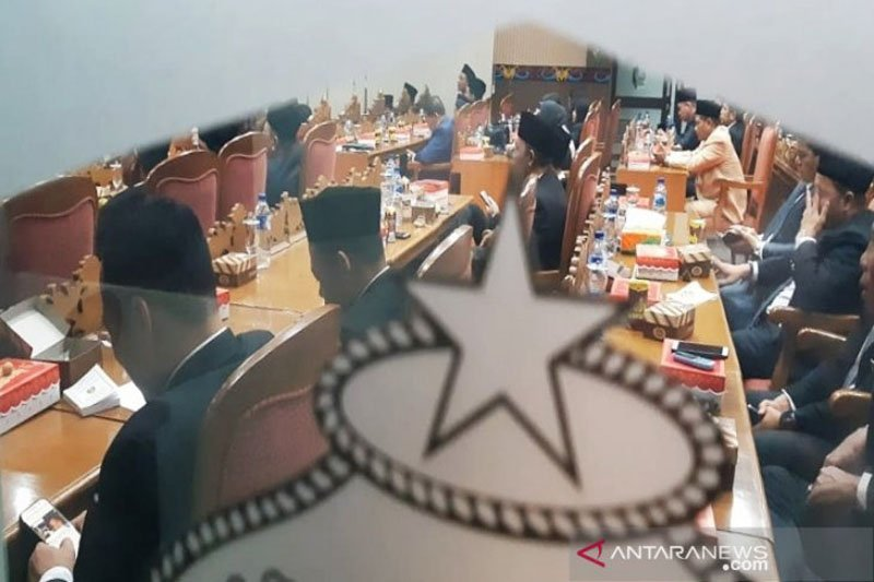 Presiden berpidato, sejumlah anggota DPRD justru sibuk dengan ponsel