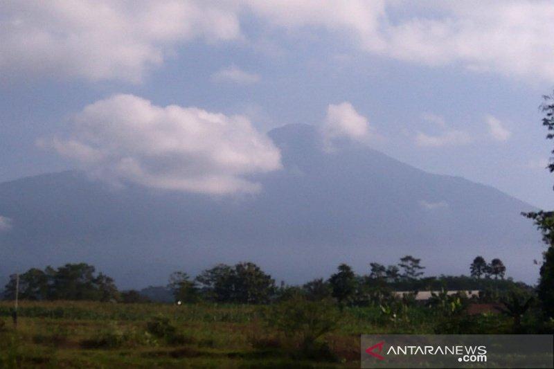 PVMBG sebut aktivitas kegempaan Gunung Slamet masih fluktuatif