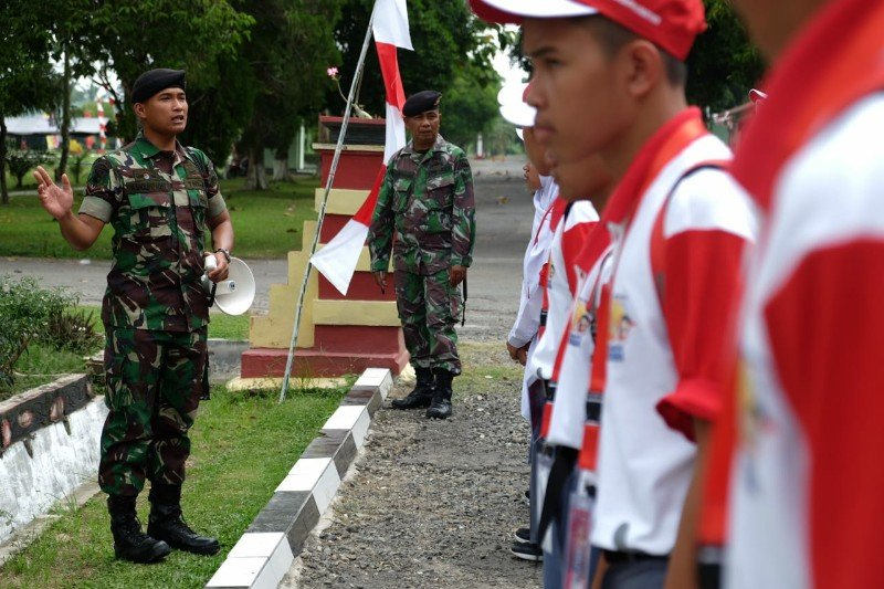 Yonkav 6/Naga Karimata latih disiplin SMN asal Sulteng