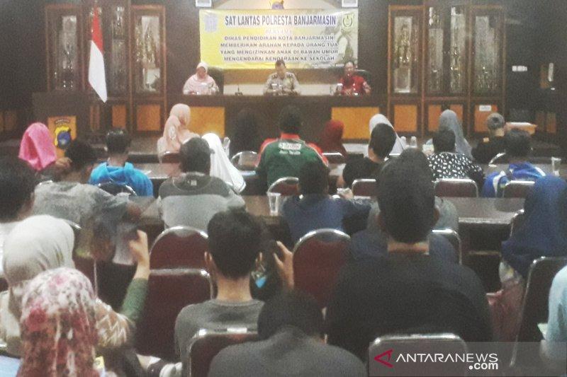 52 pelajar SMP dan orang tua tandatangani surat pernyataan